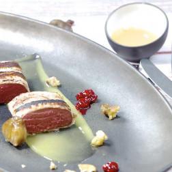 Rehfilet mit Honig-Maronen und Cranberry-Birnen-Chutney aus dem Arcotel Jubliäumskochbuch Arcotel Moments