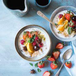 Frühstücksbrei mit Beeren