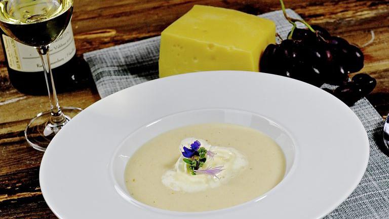 Käse-Weinsuppe