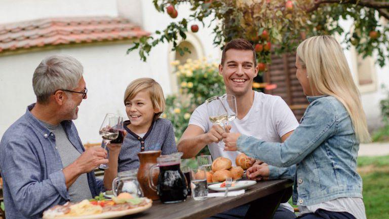 Familie, Wein, Essen, Garten