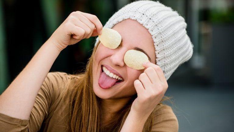 Teenager - Spaß mit Chips