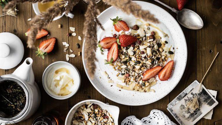 Frühstücksmüsle mit Erdbeeren