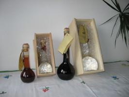 Weinbrand im Eichenfass gereift in der Geschenkflasche