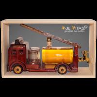 Feuerwehrauto aus Holz mit Bio-Birnenlikör 21%vol.