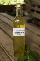 erfrischendes Getränk mit angenehmen Minzgeschmack für heiße Tage. 1:7 mit Wasser oder Mineralwasser verdünnen.