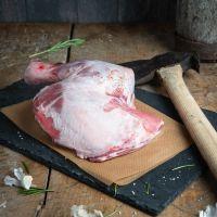 Lammschulter am Knochen
