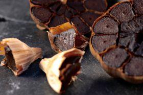 Schwarzer Knoblauch - Black Garlic