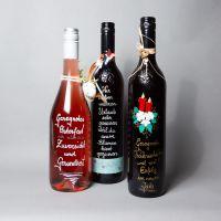 Beschriftete Weinflaschen