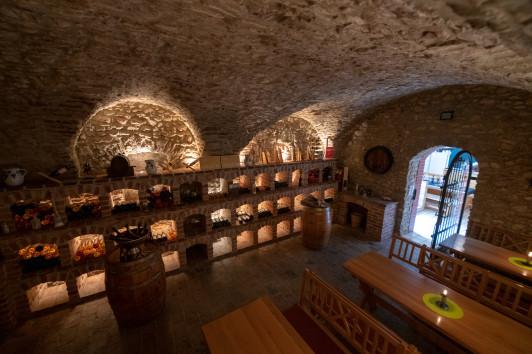 Unser 300 Jahre liebevoll restaurierter Weinkeller