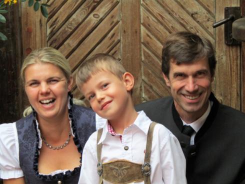 Karin und Andreas mit Sohn Georg