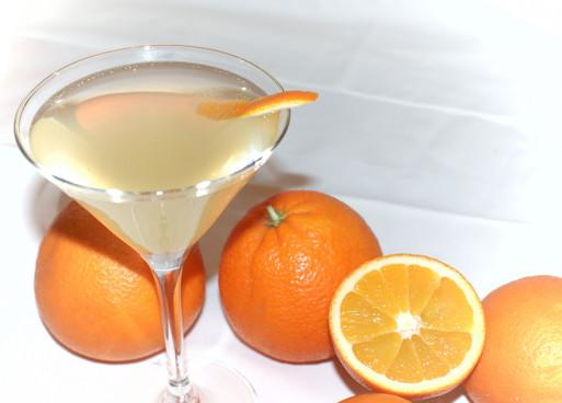 Wodka-Martini mit Orangello: 1 cl trockener Martin...