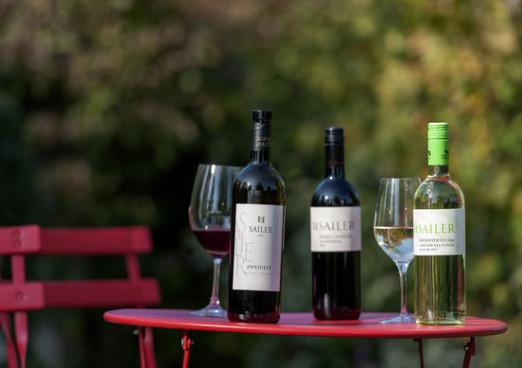 Weingut Sailer - Unsere Weine im Naturgarten Foto:...