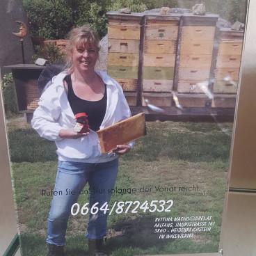 Bettina mit ihren Bienchen...