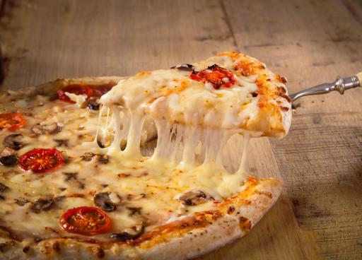 Pizza mit veganem Käse-Ersatz