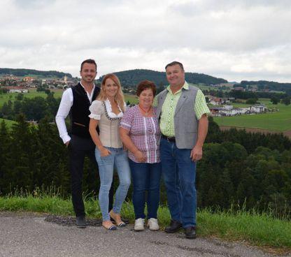 l. Stefan und Andrea Schwarz r. Hermann und Leopol...