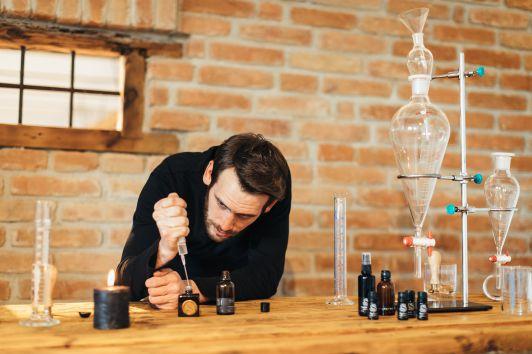 Verwendung Naturreine ätherische Öle bei der Abfül...