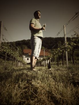 ... Widi, der Weinkünstler.