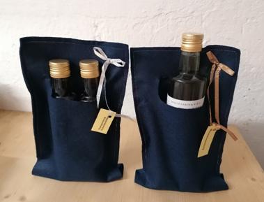 Geschenkpackungen Essig, entweder 2 mal 0,25 Liter oder 1 mal 0,5 Liter verschiedene Sorten