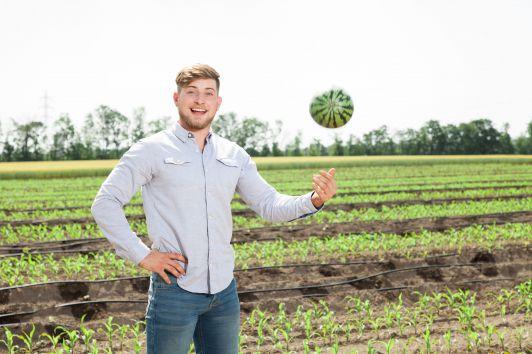 Lukas Windholz und seine Mini-Wassermelonen