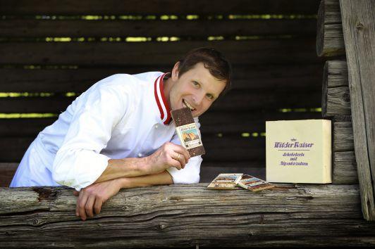 All unsere Schokoladen & Schokoladenprodukte sind handgemacht, die Schokolade handgeschöpft.