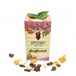 """Tutti Frutti – das beschreibt die neueste Kollektion von Lena Hoschek wirklich perfekt. Frische Farben, fruchtige Muster, einfach zum """"anbeißen"""". Genau das passt auch perfekt zu APPLETINIES, so haben wir gemeinsam mit Lena Hoschek eine """"Design Edition"""" kreiert, die in Optik und Geschmack perfekt ihre neue Kollektion untermalt. Ein einzigartig fruchtig-tropischer Sortenmix aus """"Bio Zartbitter"""", """"weiße Bio Schokolade mit Zitrone"""" und """"weiße Bio Schokolade mit Orange"""" umschmeicheln den Gaumen und regen das Verlangen nach mehr an.  – Luxuriöse Materialien, historische Verarbeitungstechniken und Liebe zum Detail prägen Lena Hoscheks Kollektionen. So wird jedes Kleidungsstück zu einem zeitlosen und langlebigen Lieblingsstück.- (Zitat Lena Hoschek) Genau diese Ähnlichkeit in den Philosophien von APPLETINIES und Lena Hoschek machen eine großartige Synergie aus."""