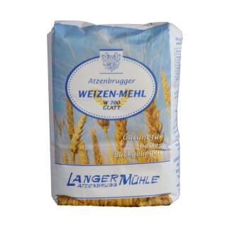 Weizenmehl W700 glatt Weizenmehl mit höherem Ausmahlungsgrad und höherem Anteil an Ballaststoffen. Dieses Mehl eignet sich unter anderem für helle Brote, Semmeln, Palatschinken, Brandteig oder Sandkuchen.