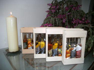 Diese Boxen gibt es auch als Leerboxen für 3, 6, 12 und 18 Kleinflaschen - die Auswahl der Flaschen können Sie frei wählen