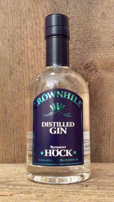Distilled GIN, ist ein Ansatz in Alkohol mit Wacholderbeeren und einer Kräutermischung. Nach einer angemessenen Einwirkzeit wird Gin destilliert!