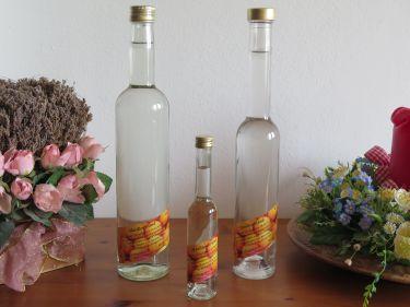 Wir haben unser Langhalsflaschen seit Jahren auf Schraubverschluss umgestellt- jederzeit leicht zu öffnen aber genauso wieder leicht zu verschließen.