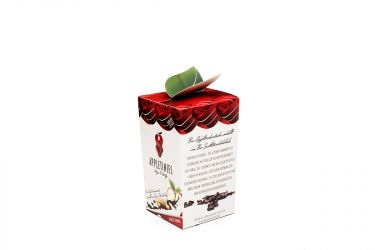 Schonend getrocknete Bio-Apfelstücke, umhüllt von zart schmelzender Bio Zartbitterschokolade.  AMARUM IN FUNDO – Die Azteken verbanden die Schokolade mit der Göttin der Fruchtbarkeit. Die Stärke, die Schönheit und das Glück des Apfels finden im weiblich-göttlichen Ursprung der Schokolade Ihr Finale. Es ist die Komposition einer anregenden Verschmelzung von Lebensgefühl und heimatlicher Verbundenheit.