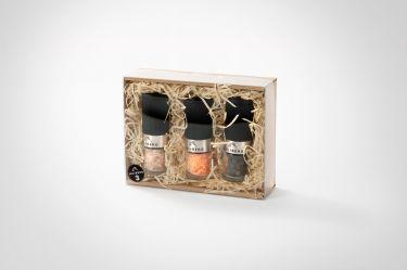 Die Original JULIBERG Chili2Go Mühlen in einer wunderschönen Geschenkverpackung aus Karton mit Holzwolle und Sichtdeckel.