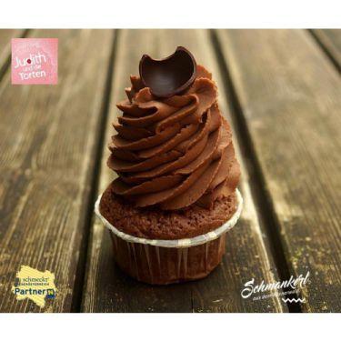 Schokolade CupCake mit 55% Kakaoanteil auf Schoko-Sponge von Judith und die Torten  Unser CupCakes sind einfach ein Traum - probiert Sie aus - Ihr werdet begeistert sein. Zutaten: Haselnüsse, Mandeln, Butter, Schokolade 55% Kakaoanteil, Salz, Eier, Reismehl, Zucker kann Spuren von Nüssen enthalten Allergene: Eier, Sojabohnen, Milch, Schalenfrüchte