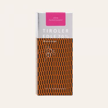 Dunkle Milchschokolade mit Blutorangenöl (Kakao: 70% mindestens).  Zutaten: Kakaomasse, VOLLMILCHPULVER, Kakaobutter, 0,8% Blutorangenöl.  Ohne Zuckerzusatz, enthält von Natur aus Zucker (aus der Milch).  Spuren von Schalenobst können vorhanden sein.  Durchschnittliche Nährwerte pro 100 g: Energiewert: 2666 kJ / 644 kcal Fett: 55 g davon gesättigte Fettsäuren: 37 g Kohlenhydrate: 22 g davon Zucker: 4,1 g Eiweiß: 13 g Salz: 0,2 g Broteinheiten: 1,83