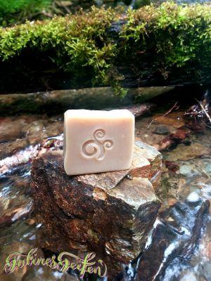 Kelten Kräuter Seife handgemacht in der Südsteiermark mit Kokosöl Haselnussöl palmölfrei silikonfrei umweltfreundliche Naturseife Händewaschen Duschen
